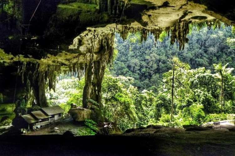 l'entrata della grande caverna di Niah