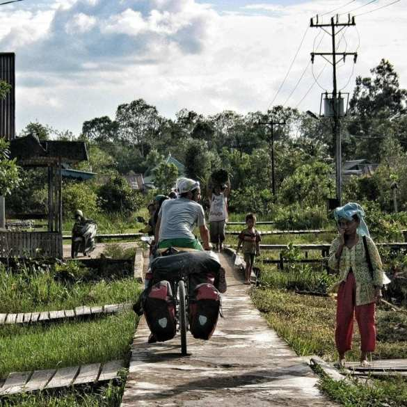 Budget Travel in Borneo - hints for bike travelers and adventurous backpackers 9