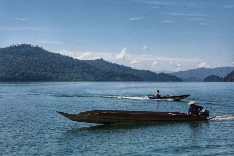 long boat borneo sarawak bakun