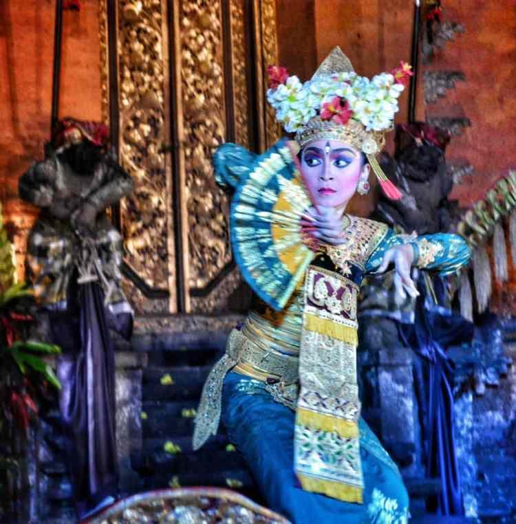 where traditional dance bali Legong