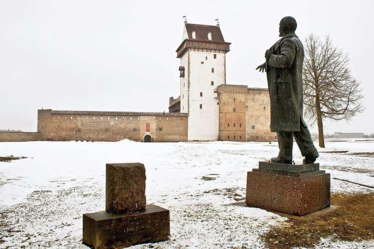 Lenin monument in Narva castle