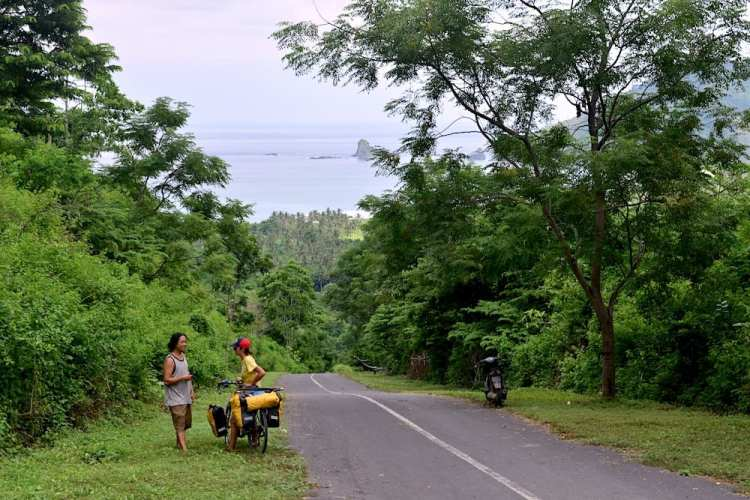 cycling lombok indonesia