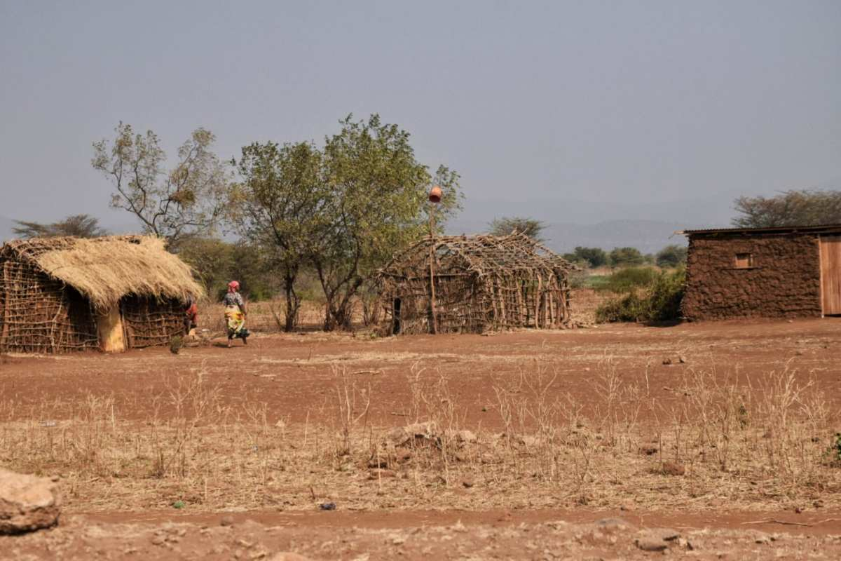 Guide to Lake Eyasi [Tanzania]: Hadzabe Bushmen, Walking Safaris, & More 14