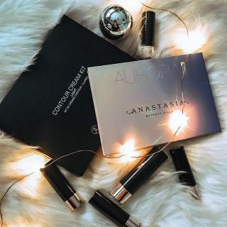 DIY flatlay. fur blanket from Pier1 imports. Anastasia beverly hills makeup haul from winners. Beauty on a budget. Twinkly fairy lights