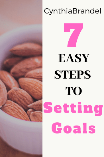 7 Easy Steps To Setting Goals | Don't have any goals? Or do you find yourself working toward a goal with no success? Look no further. Here are 7 easy steps to setting and achieving attainable goals. Click through to read more.