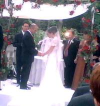 Cropped_chuppa_bride_and_groom
