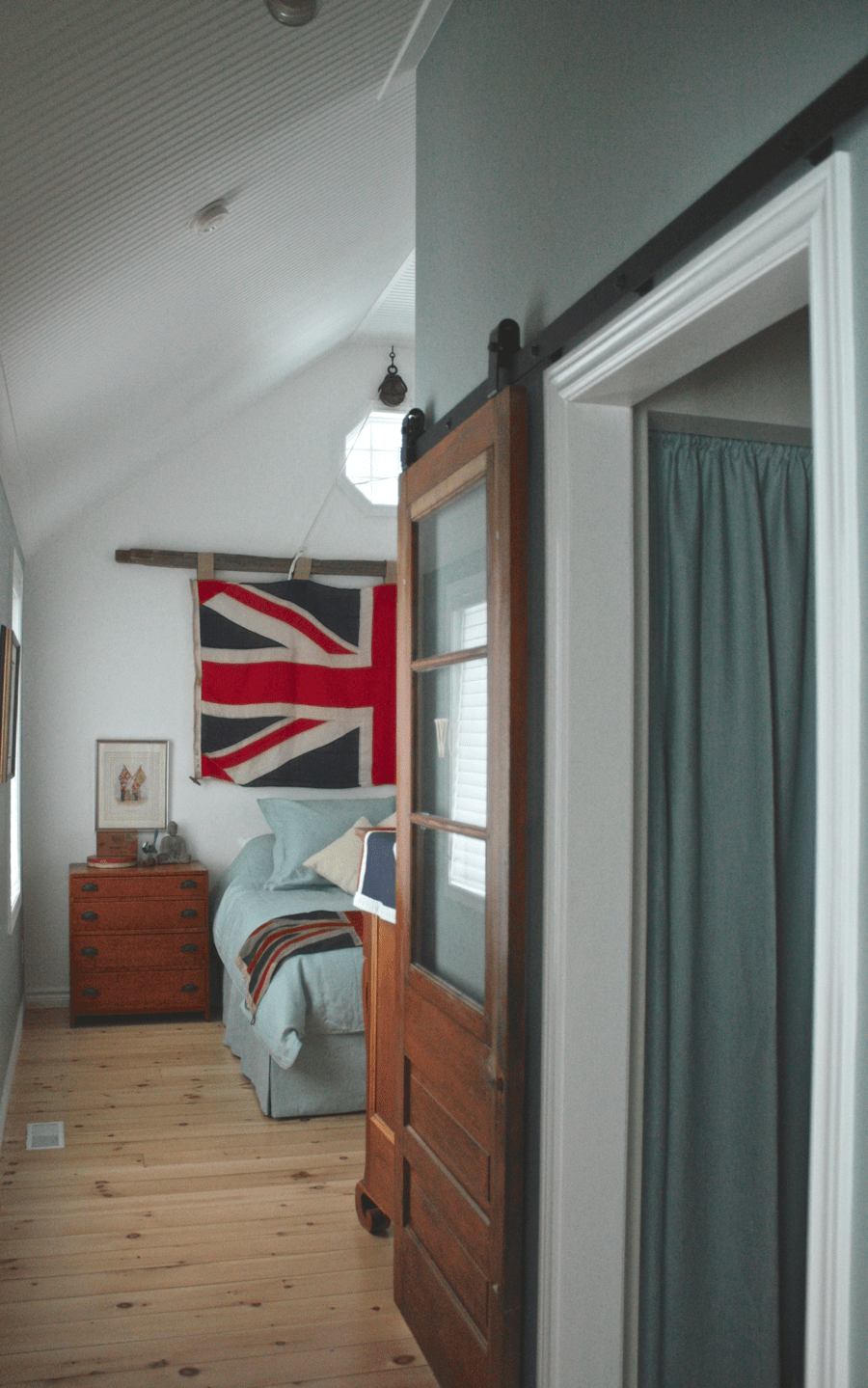 Cottage Bedroom from cynthiawebercom Union Jack