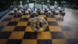 チェスと盤面に浮かぶコイン