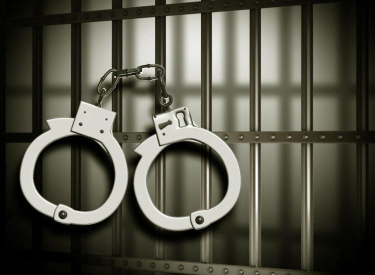Autoridades holandesas arrestan a viajero por transportar oro no declarado y desata opiniones en la comunidad cripto