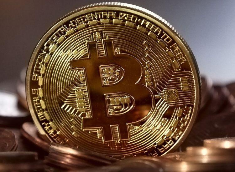 ¿Será Satoshi? Usuario anónimo transfiere 50 Bitcoins (BTC) generados en el 2009