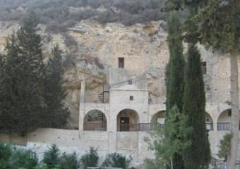 Wodospad w klasztorze znowu płynie (film)