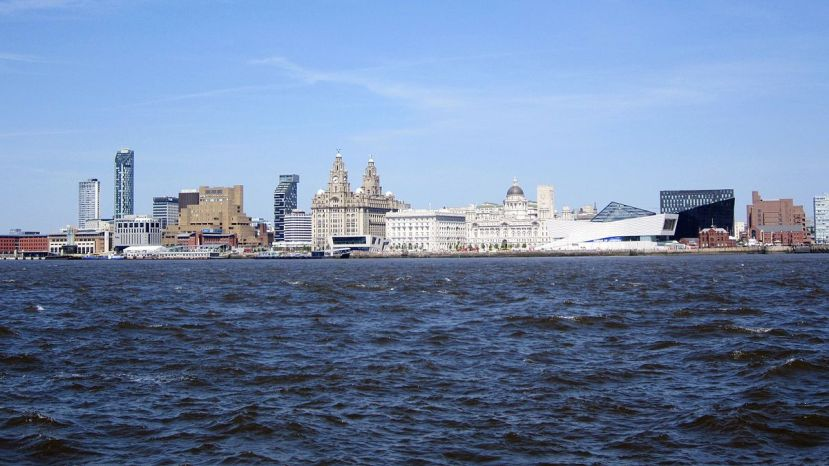 Liverpool_skyline_from_the_Mersey_Ferry_-_2012-05-27.JPG