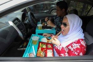 Θέλοντας να φάτε έξω, οι Μαλαισιανοί έχουν μια γεύση για φαγητό