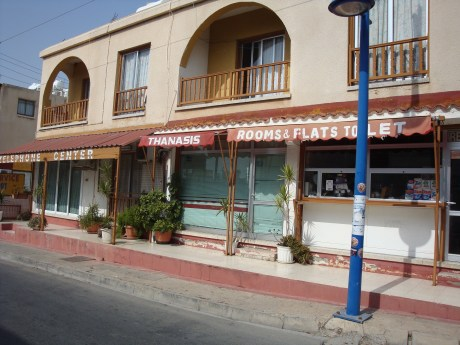 Thanasis Rooms & Flats to let