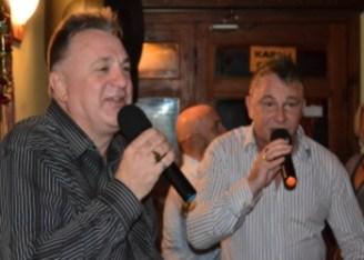 Andrew Sings