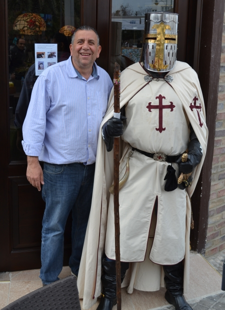 Knight Templar with George at Cafe George