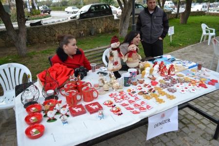 Red for Christmas -Christmas comes to Baris Park 2011
