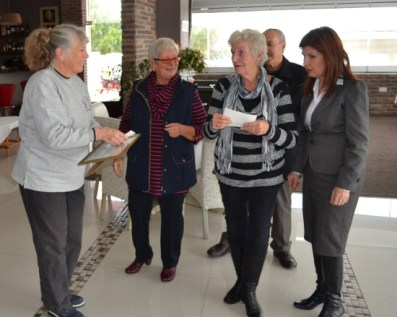 Margaret Ray from KAR receives a donation from Barbara Fursman