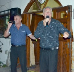 Glen and Andrew sing