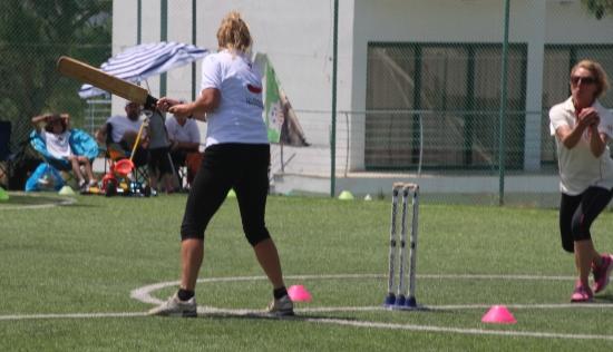 Lynn Holman catching Moufflon's player Kirsten