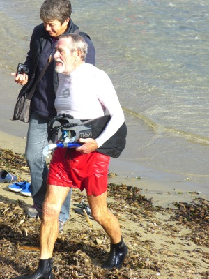The 70 year old Roger Miles was one of the swimmers. He swam 1,5 km