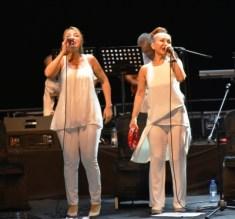Candan Erçetin and Kardeş Türküler concert (5)