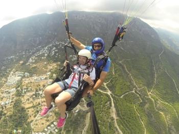 Özgür Gökaşan of Highline Paragliding