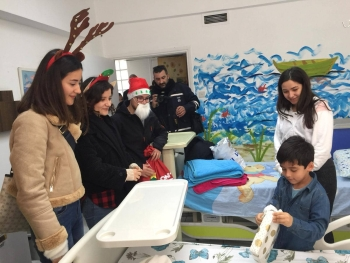 New Year Surprise for children in hospital (5)
