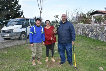 Girne Municipal employees planted seedlings 1 (5)