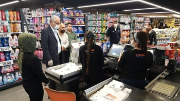 Girne Mayor Güngördü and Municipality Police Teams checked Markets (6)