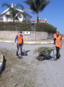 Girne Municipality started cleaning work across the City (2)