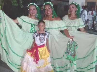 Mia with the Mexican dancers