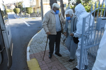 Girne Municipality extended helping hand to the Elderly (2)