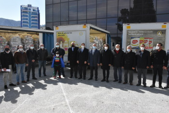 10,000 food packages given to Girne Municipality by Falyalı Bros (3)