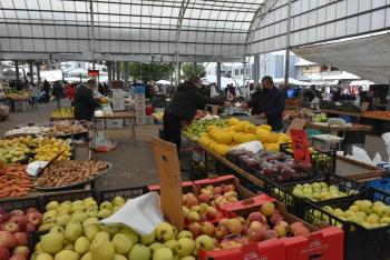Girne Open Market opened with Covid-19 measures (3)