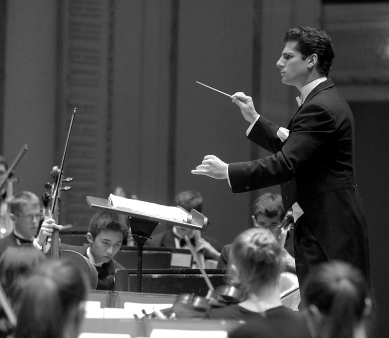 Allen Tinkham conducting at Symphony Center's Orchestra Hall in 2006.