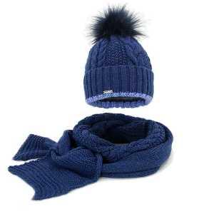 Zimowy komplet w warkocze czapka z pomponem szalik
