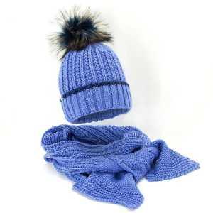 zimowy-komplet-damski-czapka-z-pomponem-szalik-blekitny