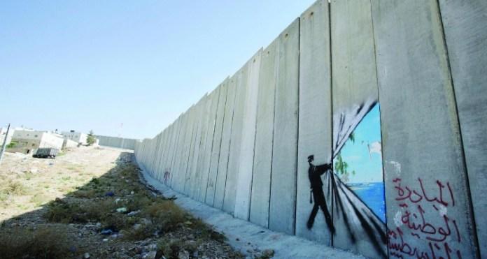 zdroj: http://creativelife.cz/banksy-a-jeho-kontroverzni-umeni-v-izraeli/