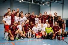 Zvěčnění vítězů - v mužské kategorii UHC Zuger Highlands ze Švýcarska, v ženské kategorii potom zástupkyně FBŠ Slavia Plzeň. (Zdroj: Facebook - International Floorball Congress)