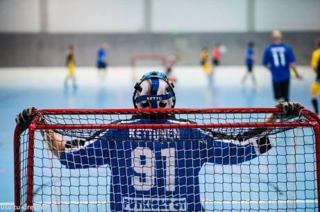 Finský gólman Kettunen se představil v dresu týmy Jytky. A ti si došli pro nepopulární bramboru. (Zdroj: Facebook - International Floorball Congress)