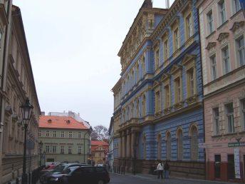 Budova Gymnázia Jana Nerudy na adrese Hellichova 3, Praha 1.