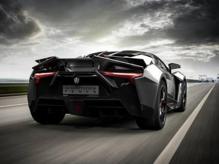 Auto má úžasné zadní tvary