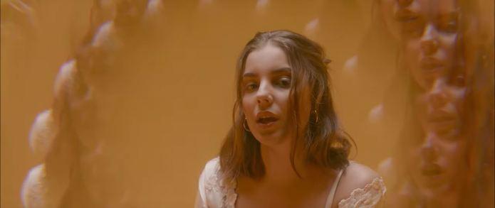 Tea Sofia přichází s videoklipem ke skladbě Honey and Silk