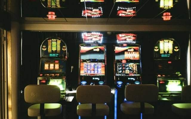 Prague to ban slot machines - Czech Points