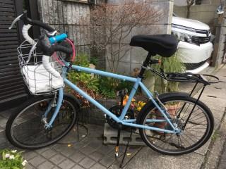 自転車(ミニベロ)にカゴとサドルカバーを取り付け。