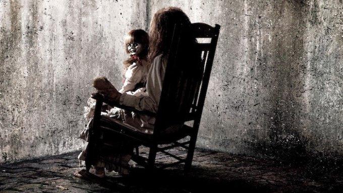 映画「死霊館」「アナベル」に登場する人形の画像
