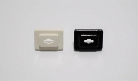 コンセント安全カバー(白)を黒にリメイク
