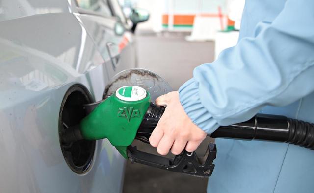 Znalezione obrazy dla zapytania plastikowe butelki przerabiane na benzyne zdjecia