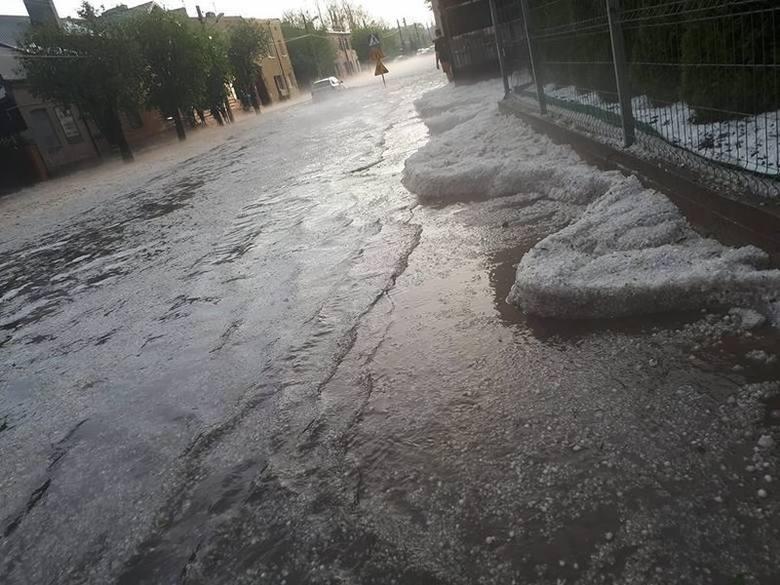 ZGIERZ.  عاصفة كبيرة وعواصف رعدية قوية في زغيرز.  الجزء المغموس من المدينة ، والسيارات ، والطوابق السفلية ، والمستشفيات [صور]